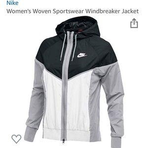 NWT Nike Sports Wind-runner Jacket ✨